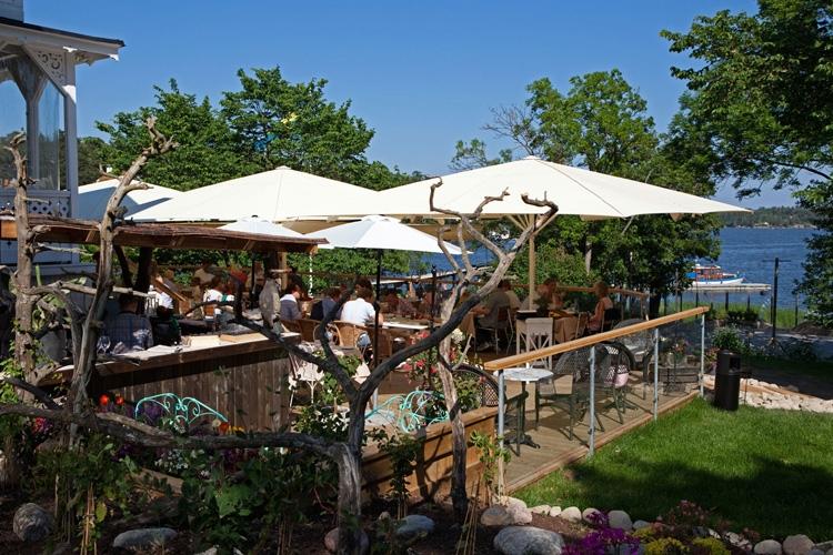 Sommarmiddag på Bockholmen Hav och Restaurang