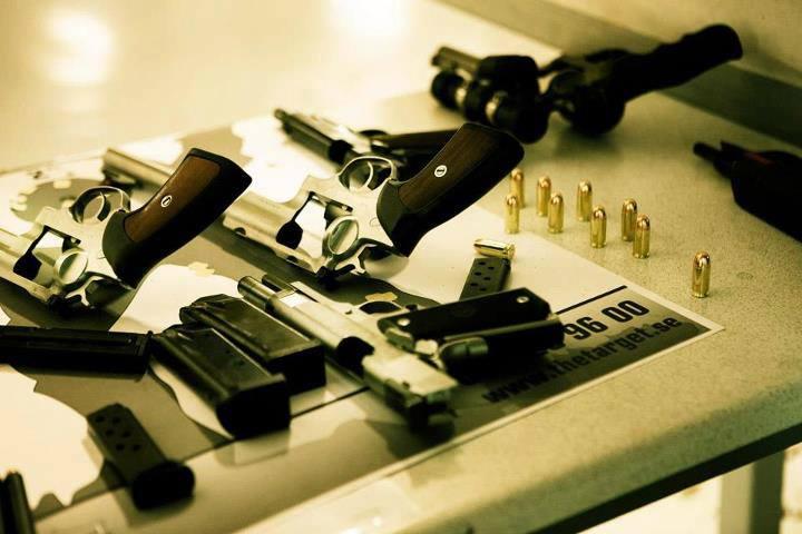 Pistolskytte och julbord