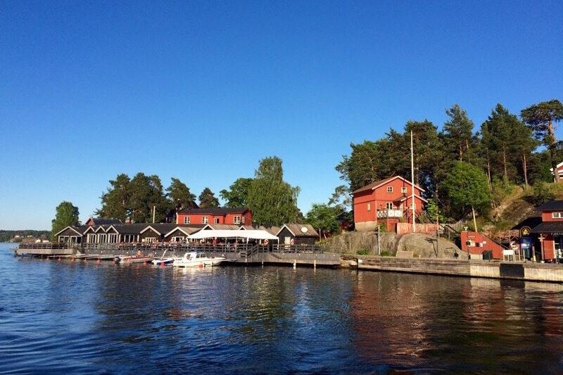 Kräftskiva på Fjäderholmarna i Stockholm