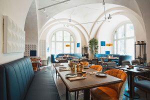 Uppdraget och middag och Stockholm